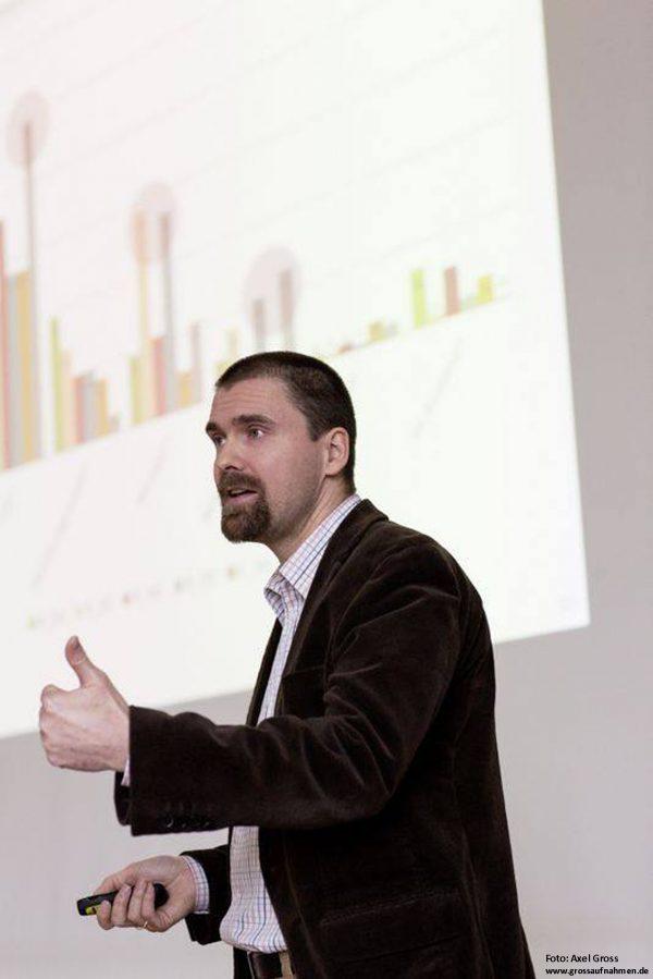 Portrait Dr.Szolnoki während er redet